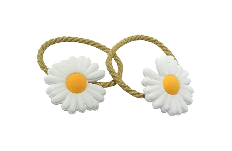 Schattig setje van 2 zacht gele haarelastiekjes.  Met op elk een wit met geel bloemetje.