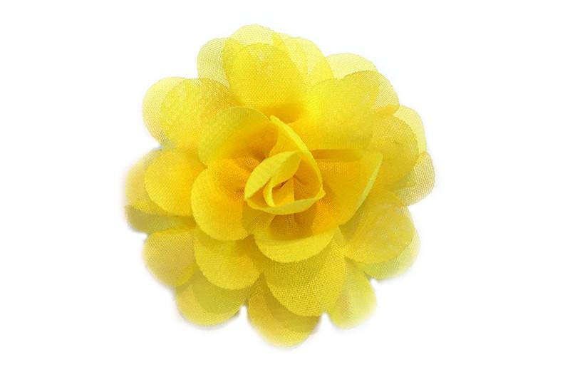 Leuke haarknip met gele chiffon bloem. De haarknip is bekleed met geel lint. Vrolijk speldje voor kleine meisjes en grotere meisjes.