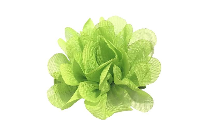 Leuke haarknip met groene chiffon bloem. De haarknip is bekleed met groen lint. Vrolijk speldje voor kleine meisjes en grotere meisjes.