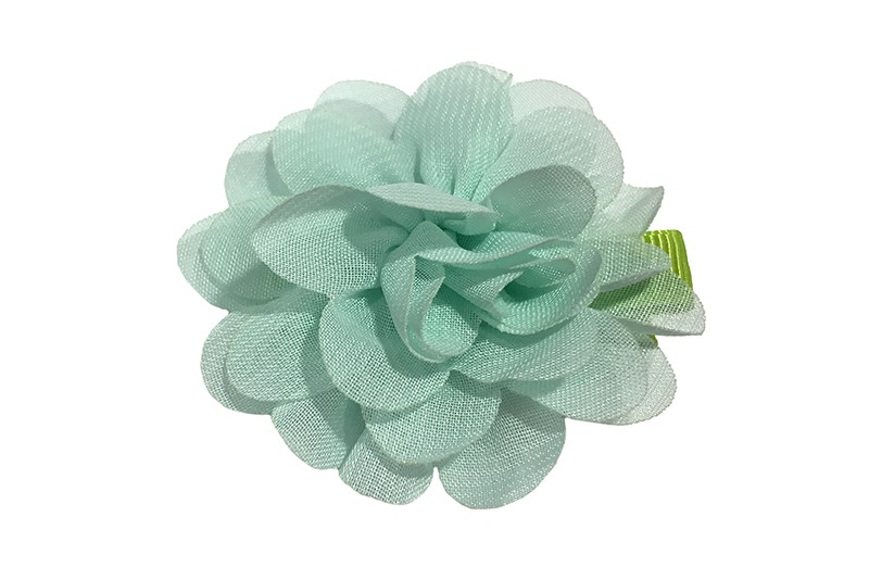 Leuke haarknip met mint groene chiffon bloem. De haarknip is bekleed met groen lint. Vrolijk speldje voor kleine meisjes en grotere meisjes.