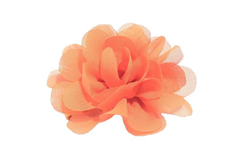 Leuke haarknip met oranje chiffon bloem. De haarknip is bekleed met oranje lint. Vrolijk speldje voor kleine meisjes en grotere meisjes.
