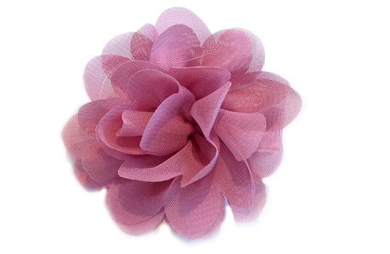 Leuke haarknip met oud roze (donker roze)chiffonbloem. De haarknip is bekleed met licht roze lint. Vrolijk speldje voor kleine meisjes en grotere meisjes.