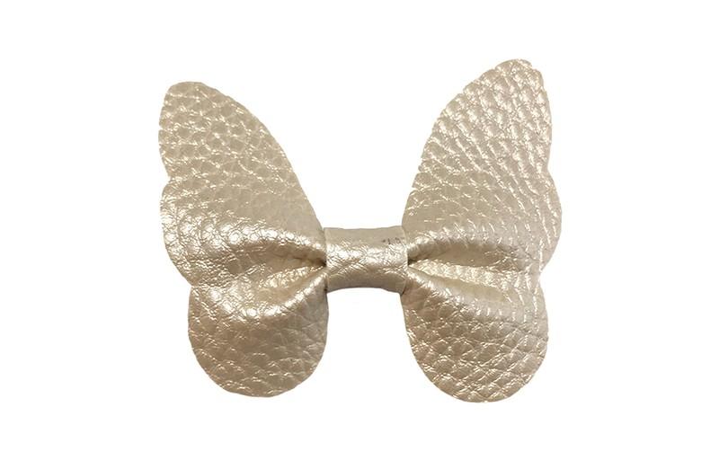 Vrolijke middel grote haarknip met creme imitatie leren vlinder.  Op een handige haarknip van ongeveer ..  entimeter.  Leuk in de peuter en kleuter haartjes.
