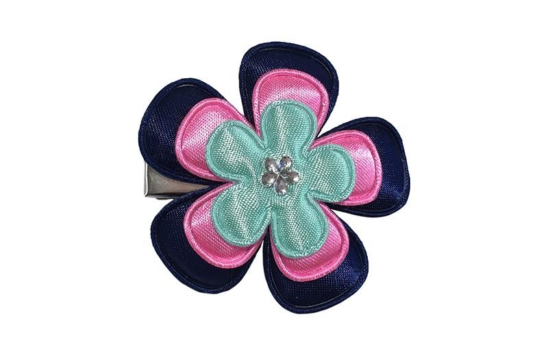 Vrolijke peuter kleuter haarknip met donkerblauw bloemetje, fel roze bloemetje en een groen/blauw bloemetje. Afgewerkt met een glinster bloemetje.  Het haarknipje is een handig haarknipje met tandjes van ongeveer 4 centimeter.