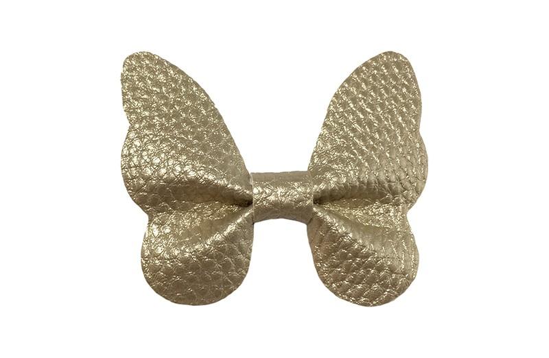 Vrolijke middel grote haarknip met goud imitatie leren vlinder.  Op een handig plat haarknipje van ongeveer 4 centimeter.  Leuk in de peuter en kleuter haartjes.