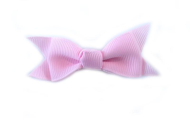 Mooie enkele haarstrik van zacht roze lint op een alligator knipje. Leuk voor kleine meisjes en grotere meisjes.