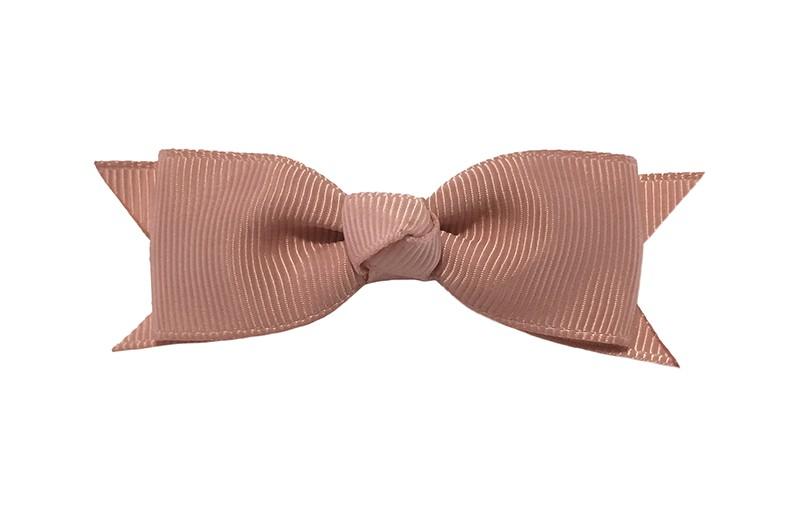 Mooi haarstrikje van oud roze lint op een handig alligatorknipje. Leuk voor kleine meisjes en grotere meisjes.
