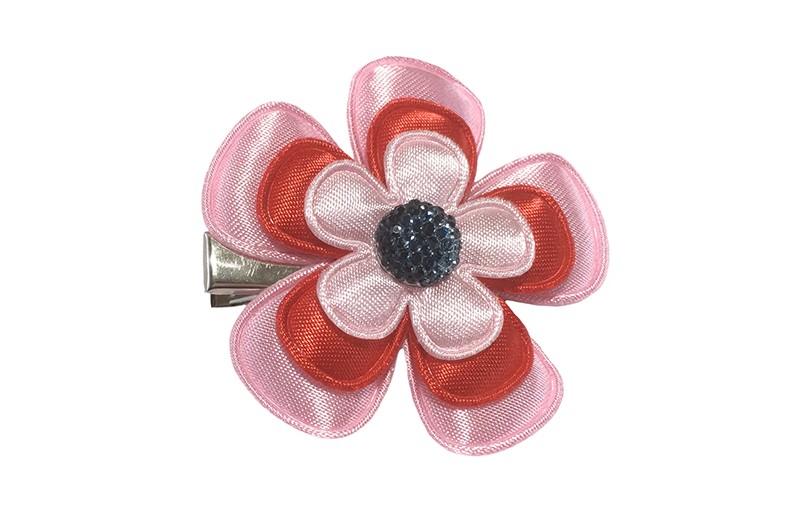 Vrolijke peuter, kleuter meisjes haarknip.  Met licht roze en rode bloemetje.  Afgewerkt met een donkerblauw pareltje.  Op een handige alligator haarknip van ongeveer 4 centimeter.