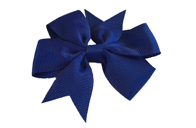 Mooi! Grote donker blauw haarstrik op een alligator speldje makkelijk in het haar te zetten.