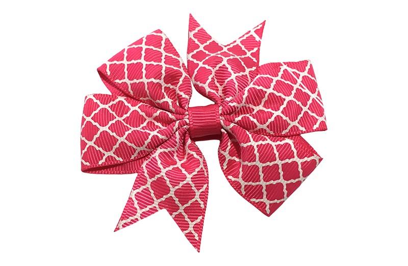Vrolijke grote fuchsia roze haarstrik met witte lijntjes.  Op een platte haarknip bekleed met fuchsia roze lint.