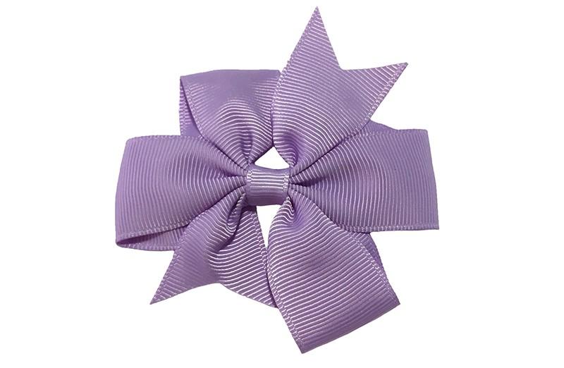 Mooie lavendel (lila) paarse haarstrik. Op een handige alligatorknip van 4.5 centimeter. Makkelijk in de haartjes te zetten.