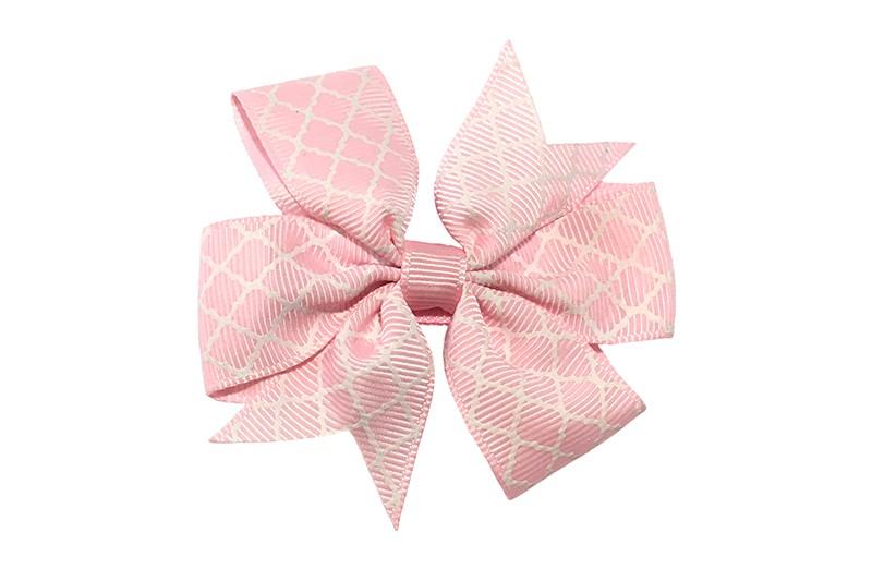 Vrolijke grote licht roze haarstrik met witte lijntjes.  Op een platte haarknip bekleed met licht roze lint.