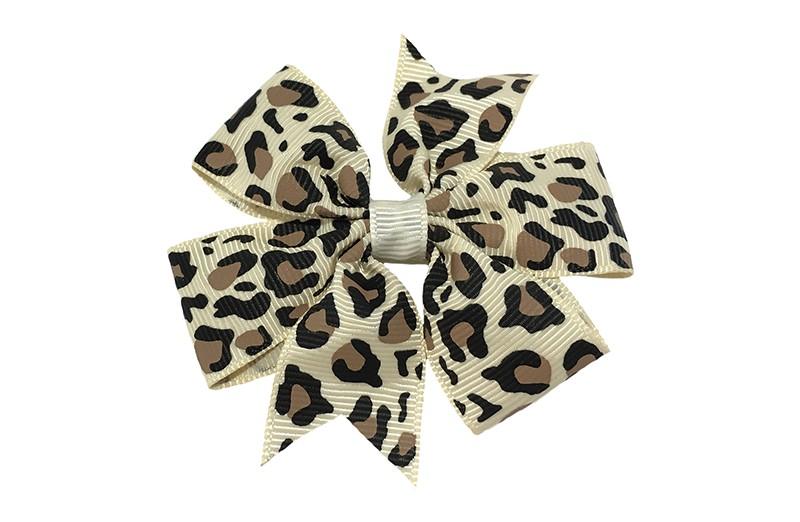 Leuke grote creme / zand kleurige haarstrik met bruin zwart luipaardprintje.  Op een platte haarknip bekleed met creme lint.