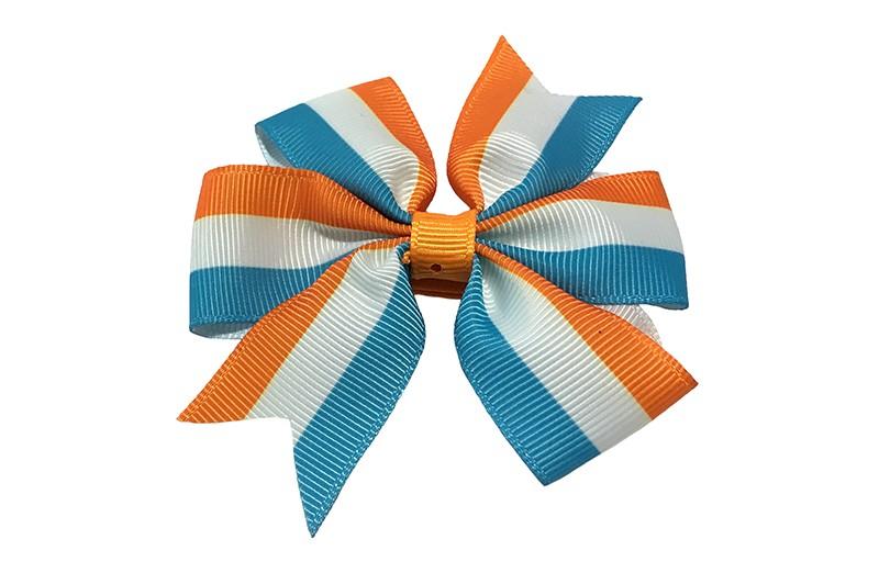 Leuke grote haarstrik met oranje, wit en licht blauwe streepjes. Op een platte haarknip bekleed met lint.