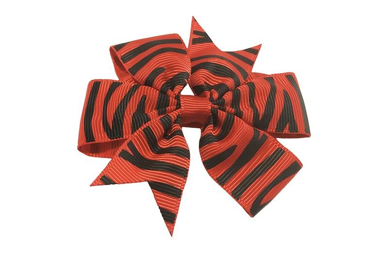 Leuke grote rode haarstrik met zwarte streepjes. Op een platte haarknip bekleed met rood lint.