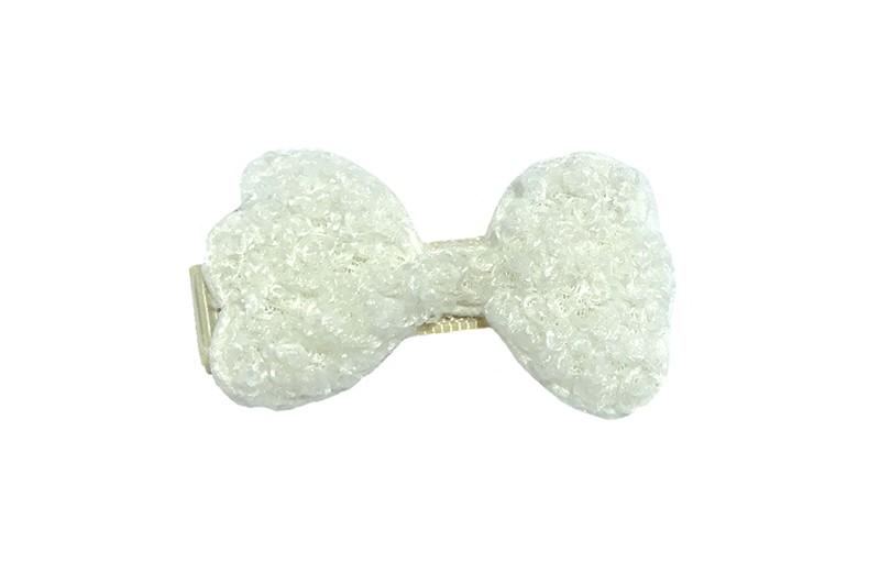Schattig creme wit peuter kleuter haarknipje. Met een wit zacht stoffen strikje.  Het haarknipje heeft kleine tandjes en is half bekleed met creme lint.