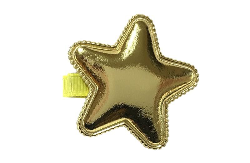 Vrolijk geel haarknipje met een glanzende gouden leerlook ster.  Het knipje is 3.5 centimeter breed en half bekleed met geel lint.  Tip: Staat ook heel leuk per 2 stuks in de haartjes.