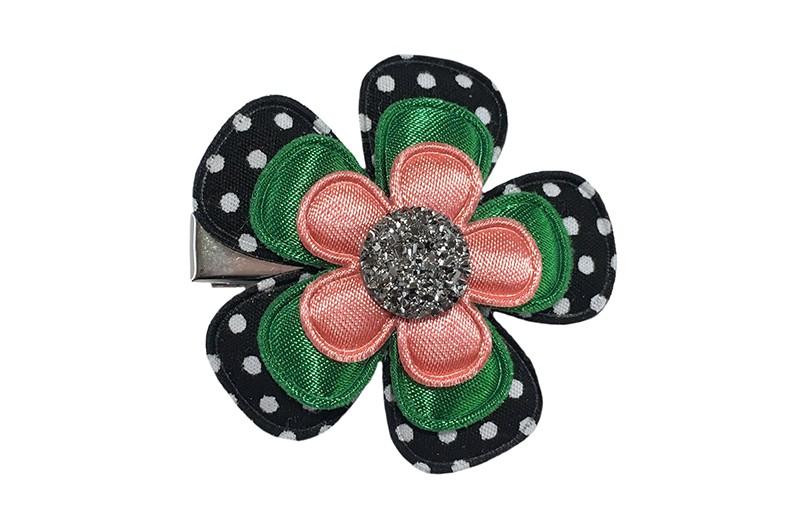Vrolijke grote peuter kleuter haarknip.  Met een zwart bloemetje met witte stippeltjes, een effen donkergroen bloemetje en een effen koraal roze bloemetje.  Afgewerkt met een zilvergrijze parel.