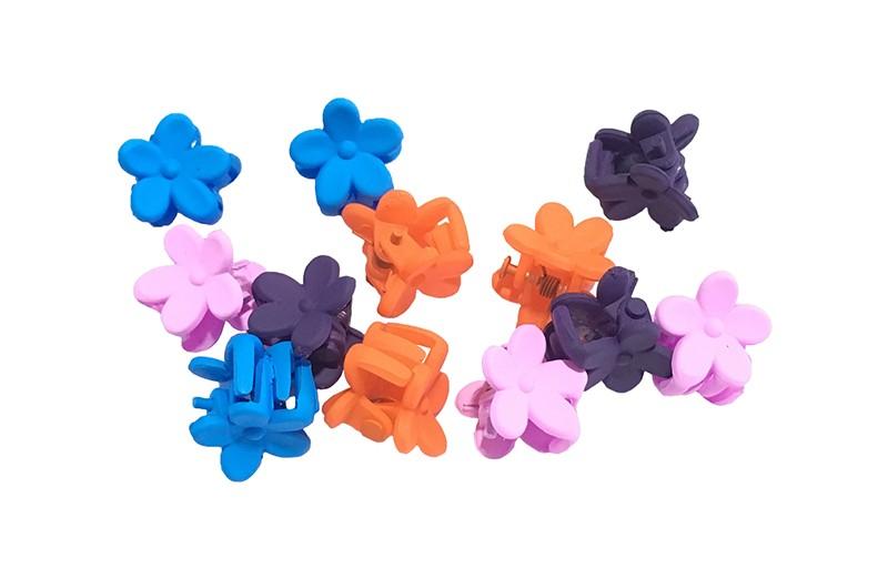 Leuk setje van 12 kleine haarknipjes in de vorm van een bloemetje. In verschillende vrolijke kleurtjes.