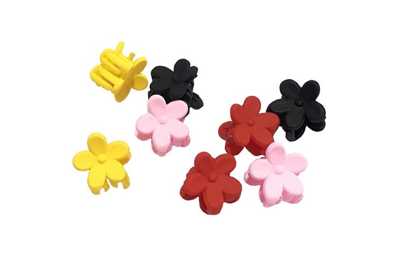 Leuk setje van 8 kleine haarknipjes in de vorm van een bloemetje. In verschillende vrolijke kleurtjes.