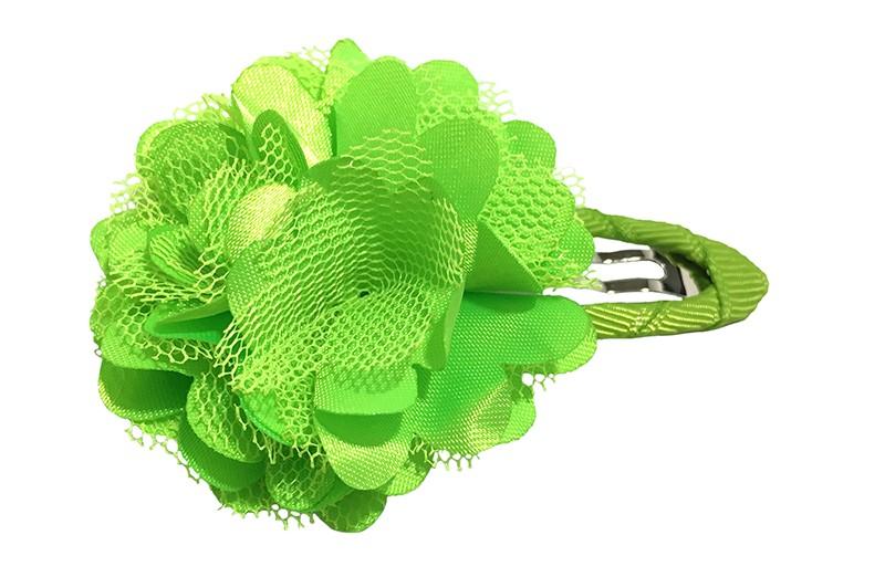 Schattige appel groene haarspeld bekleed met groen lint.  Met een vrolijke appelgroene laagjes bloem.