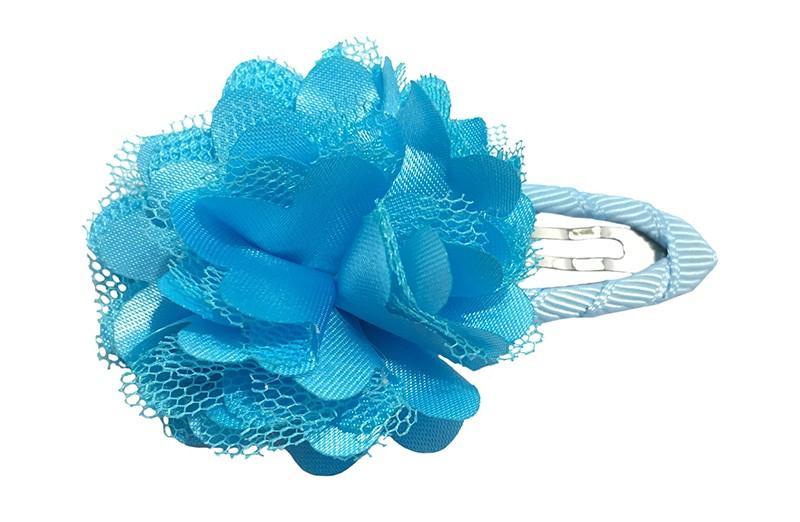 Schattige fel blauwe haarspeld bekleed met licht blauw lint.  Met een vrolijke fel blauwe laagjes bloem.