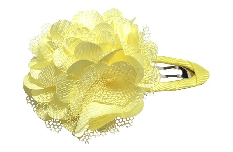 Schattige gele haarspeld bekleed met geel lint.  Met een vrolijke gele laagjes bloem.