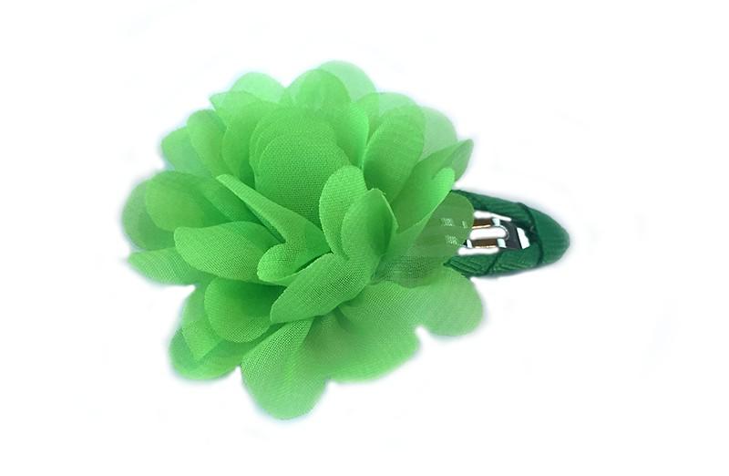 leuke haarspeld met groen lint bekleed met daarop een licht groene chiffon bloem.