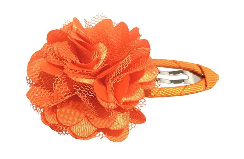 Vrolijke oranje haarspeld bekleed met oranje lint.  Met een vrolijke oranje laagjes bloem.
