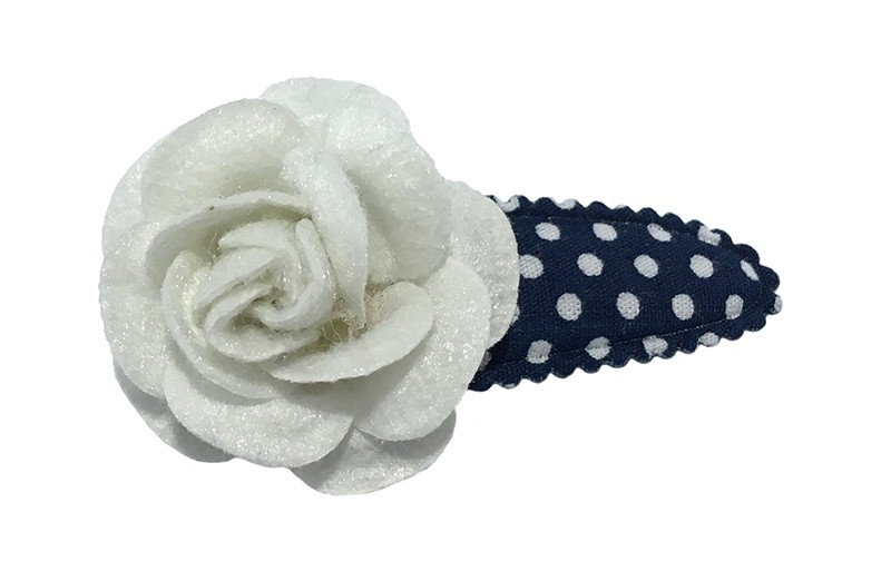 Leuk donkerblauw peuter kleuter haarspeldje met witte stippeltjes.  Met een wit vilten roosje.