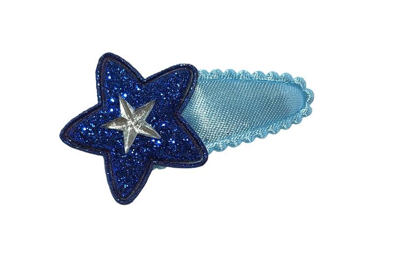 Vrolijk effen licht blauw baby peuter haarspeldje.  Met een (kobalt) blauw glitter sterretje en een zilver glinster sterretje.