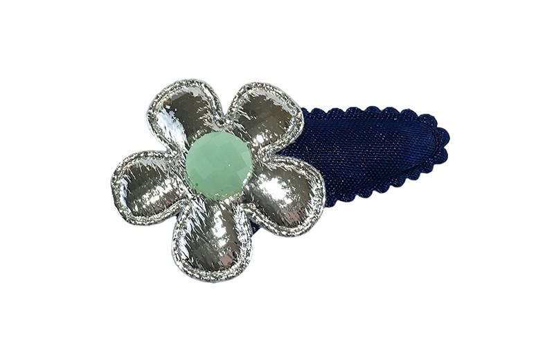 Leuk donkerblauw effen baby peuter haarspeldje.  Met een glanzend zilver bloemetje en een klein mintgroen steentje.