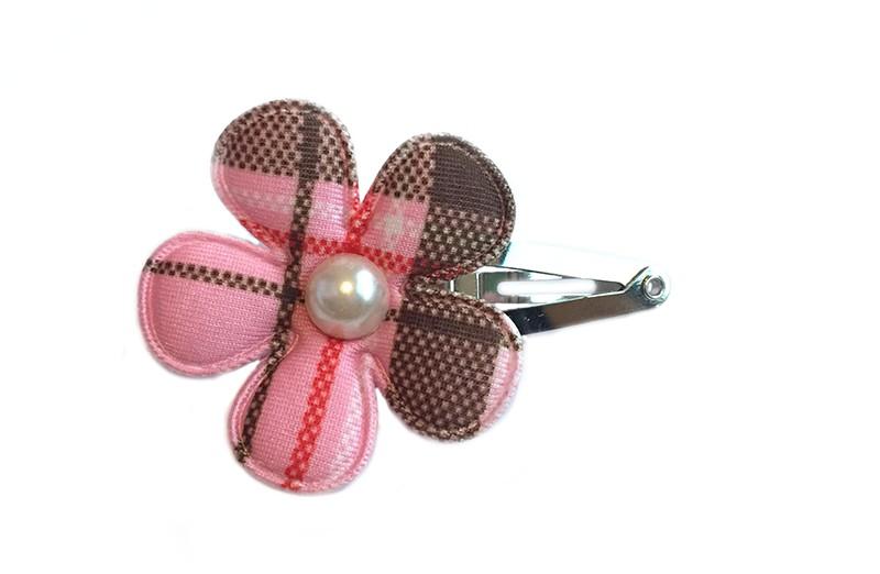 Stoer haarspeldje met bruin en roze gestreepte bloem afgewerkt met cremekleurig pareltje.