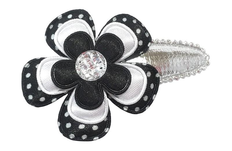 Leuk glanzend zilver peuter kleutr haarspeldje.  Met een zwart wit gestippelde bloem, een effen witte bloem en een effen zwart bloemetje.  Afgewerkt met een glanzend pareltje.