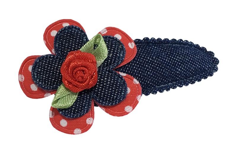 Leuk denim blauw peuter kleuter haarspeldje.  Met een rood gestippeld bloemetje, denim blauw bloemetje en een rood roosje