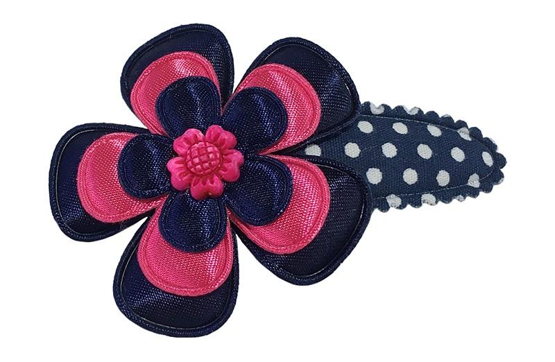 Vrolijk donkerblauw peuter kleuter haarspeldje met witte stippeltjes.  Met een donkerblauw bloemetje, een fuchsia roze bloemetje en een klein donkerblauw bloemetje.  Afgewerkt met een roze steentje in de vorm van een bloem.