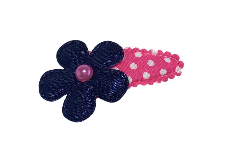 Vrolijk fel roze baby peuter haarspeldje met witte sterretjes.  Met een effen donkerblauw bloemetje en een klein roze pareltje.