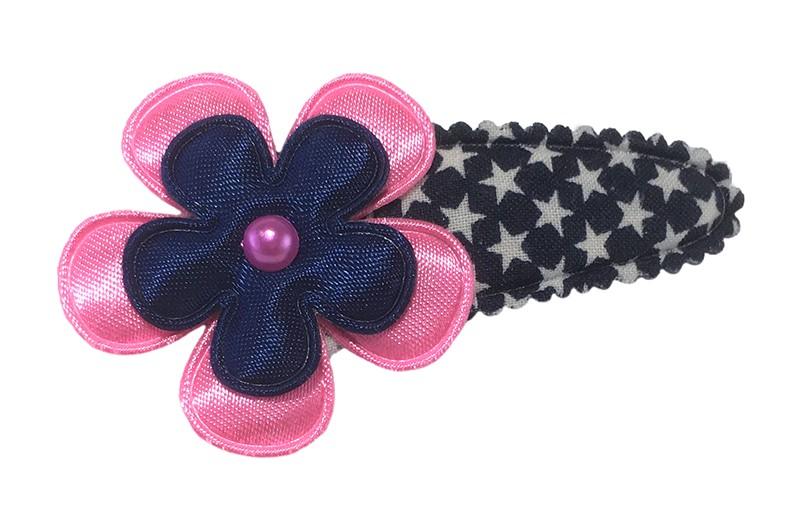 Vrolijk donkerblauw peuter kleuter haarspeldje met witte sterretjes.  Met een effen fel roze bloemetje en een effen donker blauw bloemetje.  Afgewerkt met een klein roze pareltje.