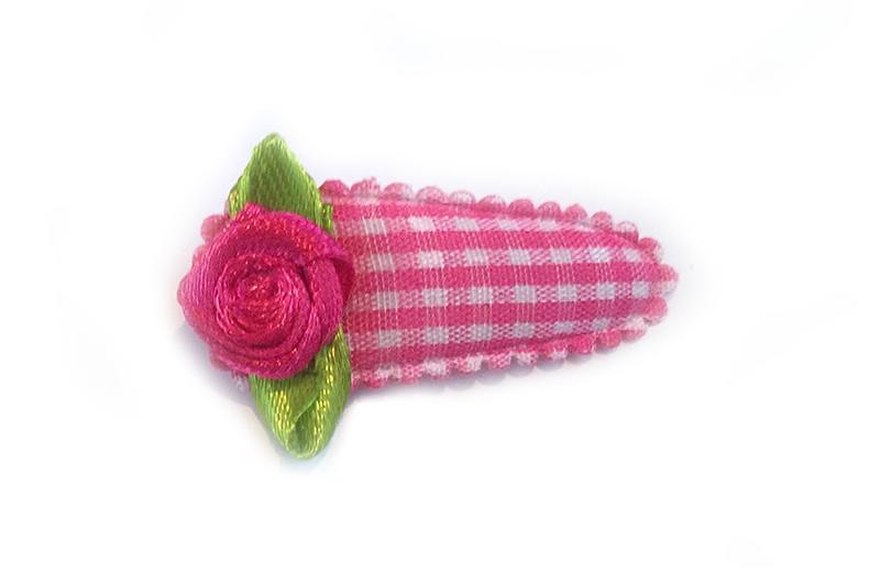 Vrolijk fel roze en wit geruit peuter haarspeldje met leuk fel roze roosje.