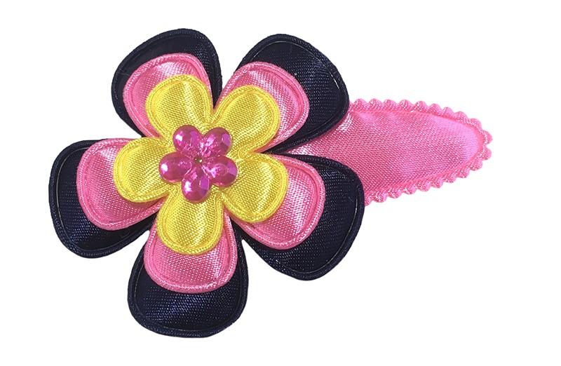 Vrolijk fel roze peuter kleuter haarspeldje.  Met een donkerblauwe bloem, felroze bloem en een geel bloemetje.  Afgewerkt met een roze glinsterbloemetje.