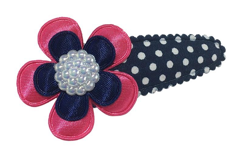 Vrolijk donkerblauw peuter kleuter haarspeldje met witte stippeltjes. Met daarop een fuchsia roze bloemetje en een donkerblauw bloemetje.  Afgewerkt met een witte parel.