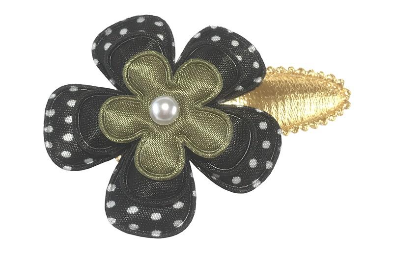 Leuk glanzend goud peuter kleuter haarspeldje.  Met een zwart bloemetje met witte stippeltjes, een effen zwart bloemetje en een effen leger groen bloemetje. Afgewerkt met een klein pareltje.