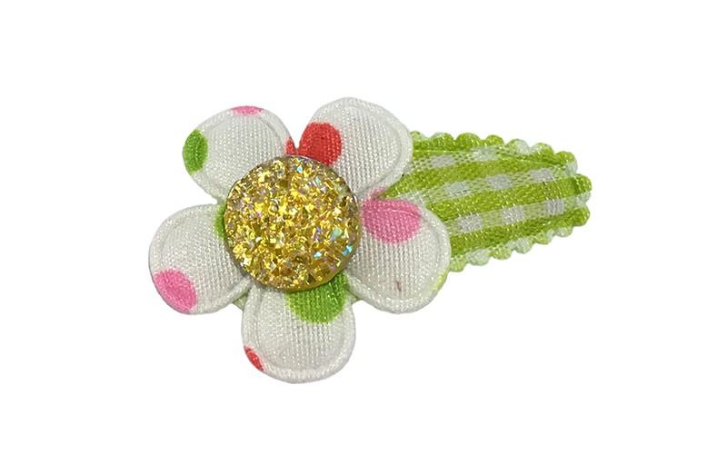 Vrolijk groen geruit baby peuter haarspeldje.  Met een wit bloemetje met gekleurde stippen.   Afgewerkt met een leuk geel glinster steentje
