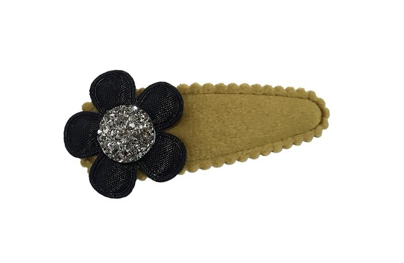 Leuk kaki viltlook peuter kleuter haarspeldje. Met een zwart bloemetje en een zilvergrijs steentje.