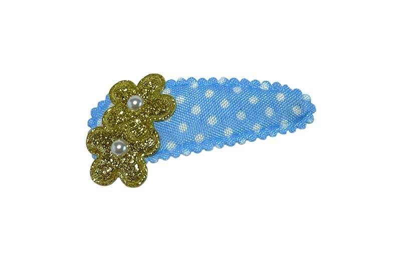 Vrolijk lichtblauw peuter kleuter haarspeldje met witte stippeltjes.  Met 2 kleine gouden glitter bloemetjes en 2 kleine pareltjes.