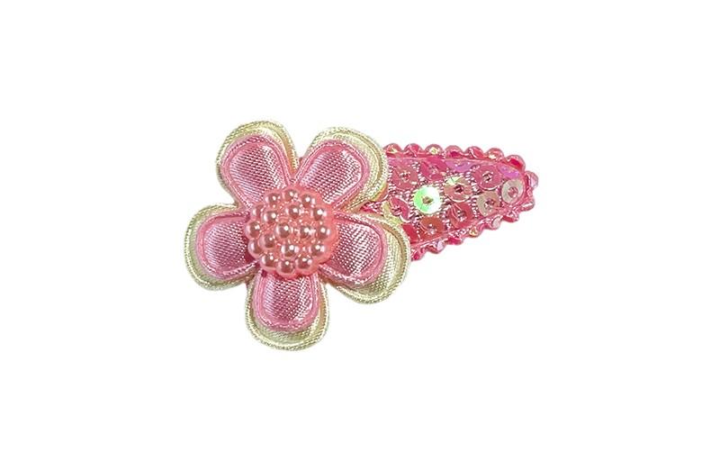 Schattig baby peuter meisjes haarspeldje met roze glanzende pailletjes.  Met een creme wit bloemetje, een lichtroze bloemetje en een lichtroze pareltje.