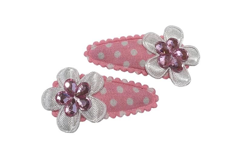 Schattig setje van 2 licht roze baby peuter haarspeldjes met witte stippeltje.  Met op elk een klein wit bloemetje en een lichtroze glinsterbloemetje.