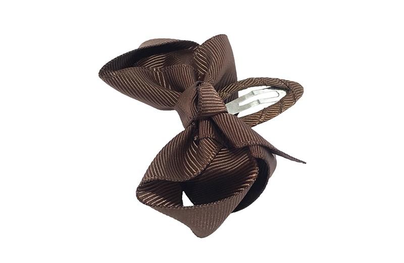 Vrolijk peuter kleuter haarspeldje bekleed met donker bruin lint.  Met een donker bruin strikje van geribbeld lint. In een mooie dubbel geknoopte look.