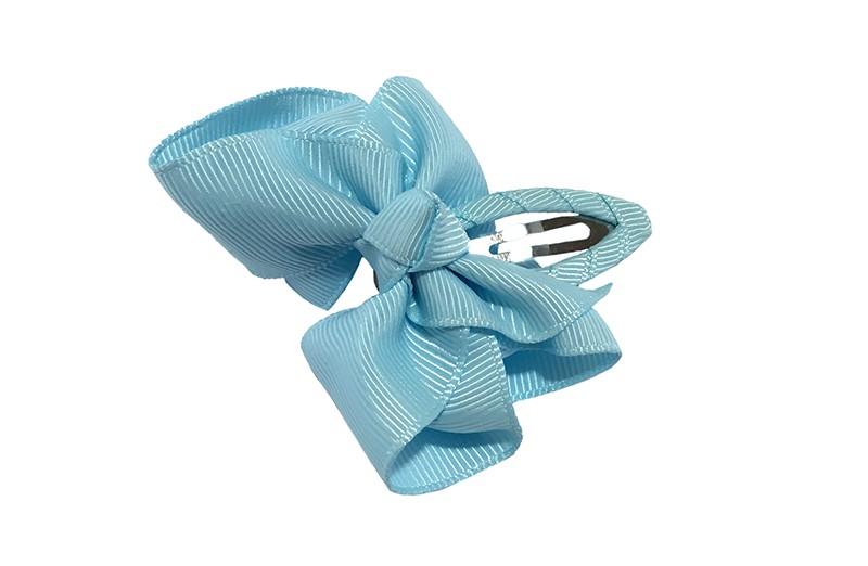 Vrolijk  peuter kleuter haarspeldje bekleed met lichtblauw lint.  Met een lichtblauw strikje van geribbeld lint. In een mooie dubbel geknoopte look.