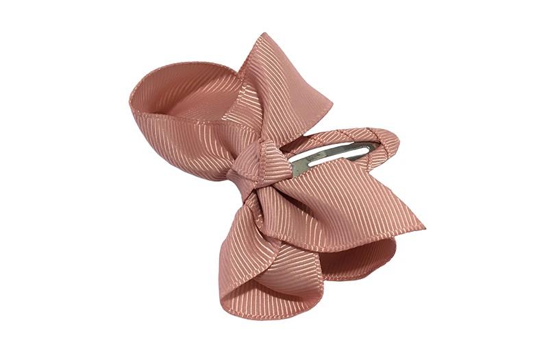 Vrolijk  peuter kleuter haarspeldje bekleed met oudroze lint.  Met een oudroze strikje van geribbeld lint. In een mooie dubbel geknoopte look.